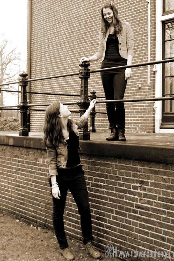 fotoshoot-twee-vriendinnen-met-canon-1000-d