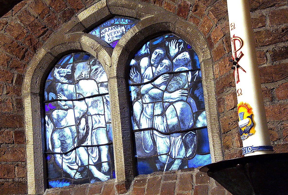 kerk-in-achterveld-glas-in-lood-met-kaars