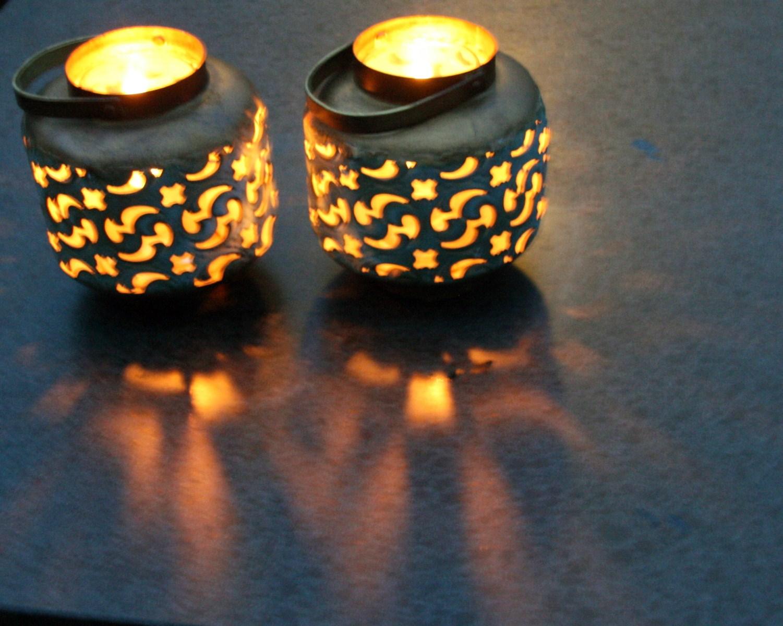 kaarslicht-met-de-weerspiegeling-op-tafel-door-de-lens-van-rick-van-den-hengel-1600x1200